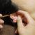 膝枕でする耳かきは耳垢が落ちることがあります。